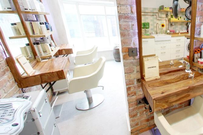 YKG-Oneness-Hair-salon-Seats-Photo-Window-Beauty-Cometology-3
